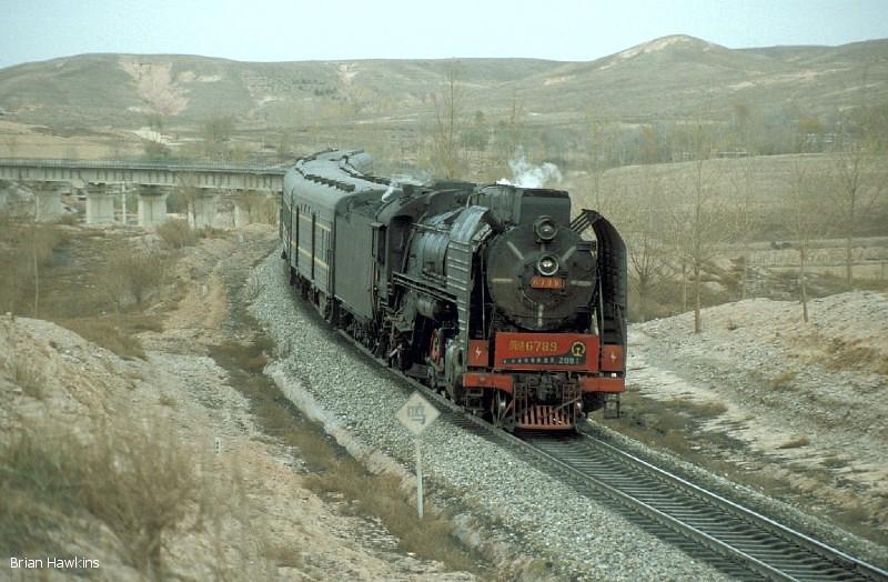 QJ 6789 is seen near Aobaogou at the head of Train 7401 (11:46 Wanshuiquan Nan – Wulanmude). 30th October 2001