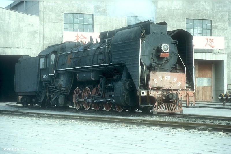 QJ 2389 Dongsheng locomotive depot. 1st November 2001
