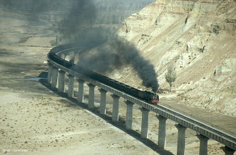QJ 6789 heads an empty coal train to Shenmu at Xiangshawan (Singing sands gorge). 29th October 2001