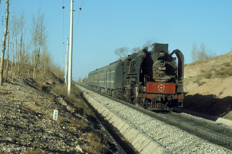 QJ 6542 is seen near Aobaogou with Train 7401 (11:46 Wanshuiquan Nan – Walanmude). 31st October 2001