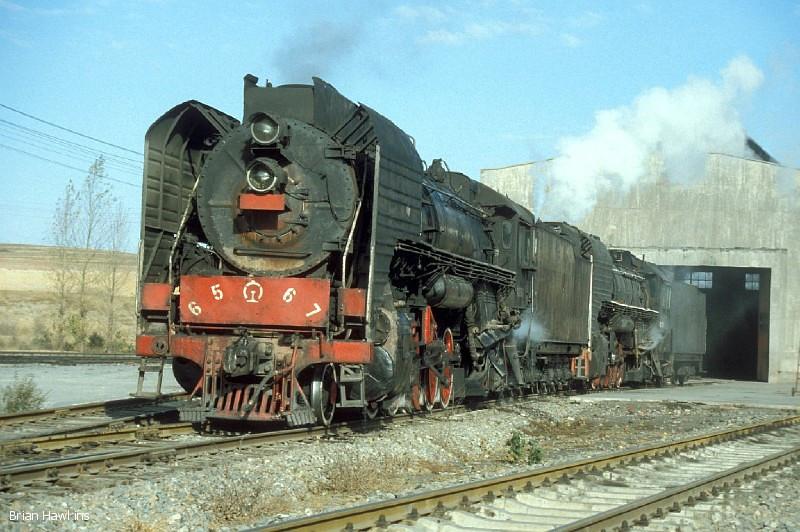 QJ 6567 + QJ 2389 at Dongsheng locomotive depot. 1st November 2001