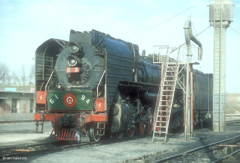 QJ 6194 Dongsheng locomotive depot. 1st November 2001