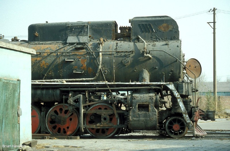 Baotou steelworks had 4 JS 2-8-2s allocated at one time. JS 58001-JS 58004 carried non-standard numbers. JS 58002 has been waiting for the cutter's torch for a number of years. 2nd November 2001