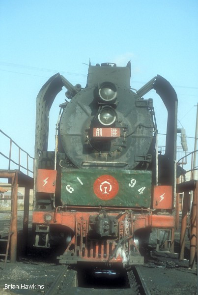 QJ 6194 Dongsheng locomotive depot. 1st November 2001