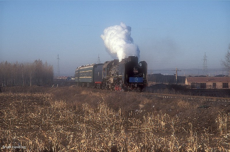 An early morning start from our hotel in Pingzhuang ensured we were at the lineside in time to capture JS 8242 between Gongye and Fengshuigou working the 07:00 Xishan (Yuanbaoshan)- Fengshuigou passenger service. 2nd November 2009