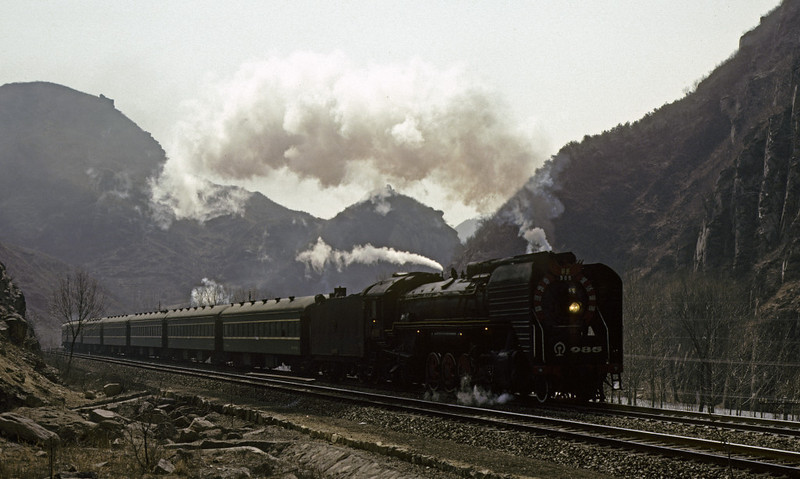 QJ 2-10-2s 985 & 895, Badaling, March 1982 3.  The smoke from 895 can be seen above the second coach.  Photo by Les Tindall.