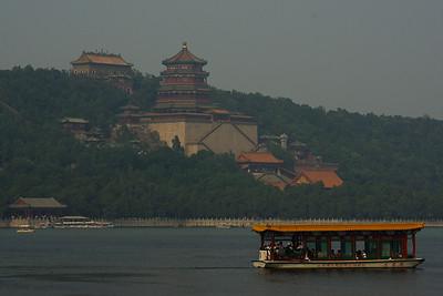 Pałac letni - taką łódeczka wożą tylki chinscy turysci