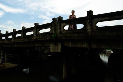 Na jednym z wielu mostów