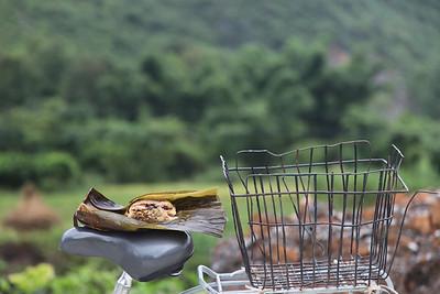 Chinskie specjaly, mieso a raczej slonina, zawinieta w ryż a potem w liscie bambusa