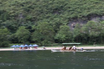 Bamboo boat na rzece