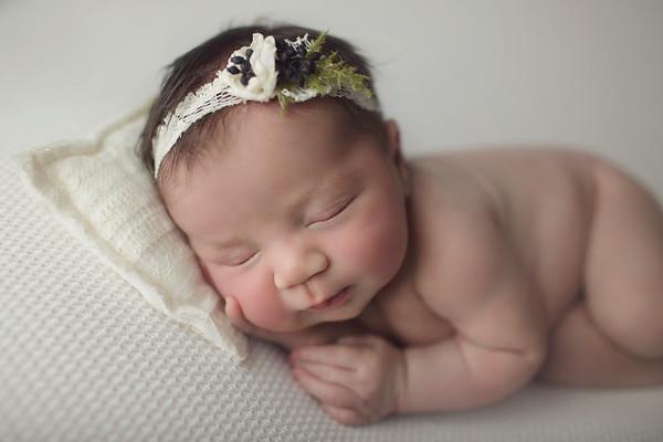 chloe elizabeth newborn