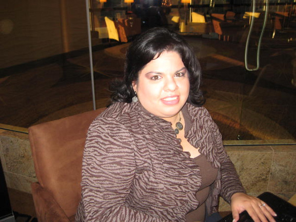 Gaby shows up at the Chicago Mart Plaza Cityscape bar for some networking!