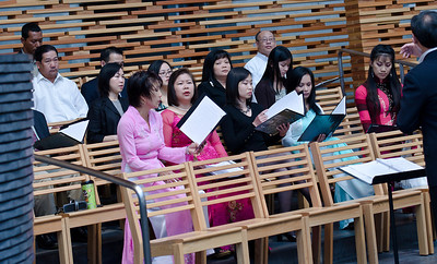 A photo of the (partial) choir.   Counter-clockwise, front row:  chi Nguyen, a guest member, Thu (Truong's wife), chi Thao, Thanh; 2nd row: Linh, Hanh, Mrs Oanh (Trung & Tram's mother), be Na; 3rd row: Hieu, , Mr Oanh (Trung & Tram's father); last row; Cuong.