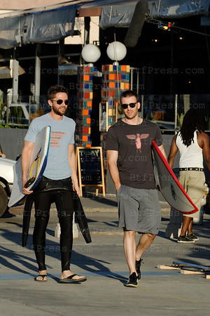 //c0c468-d0nngvva2xgwdphcu49.hop.clickbank.net/?tid=2P8NBB3Y Chris Evans,Michelle Monaghan, Topher Grace during the set of A Many Splintered Thing in Venice,California.