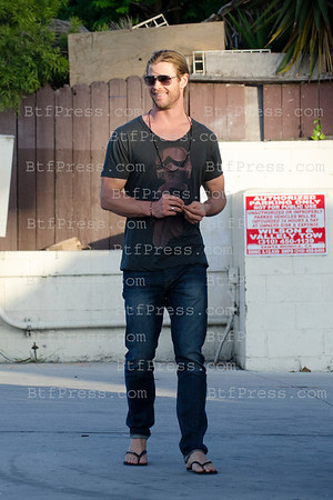 Chris Hemsworth Smiling With a positive Attitude