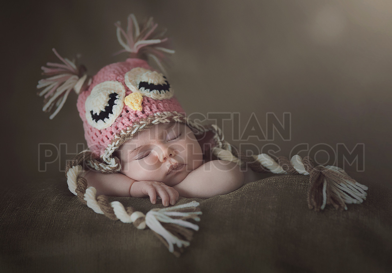 Owl hat and newborn