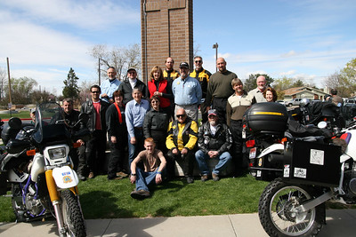 Rider getting ready to leave. Top row from left; Andrwe Tuning, Doug Buchan, Mike McLain, Curtis Spivey, Sherry Bernard, Tim Bernard, Mike Diebert, Lynn Brown, Phillip McLain, Sharon Spivey, Sharon Hasdley, Donelle Gingrich, Paul Hicks, Jim, Eric Loftsgard, Ken Hunter, CJ Hunter & Booker Bernard.
