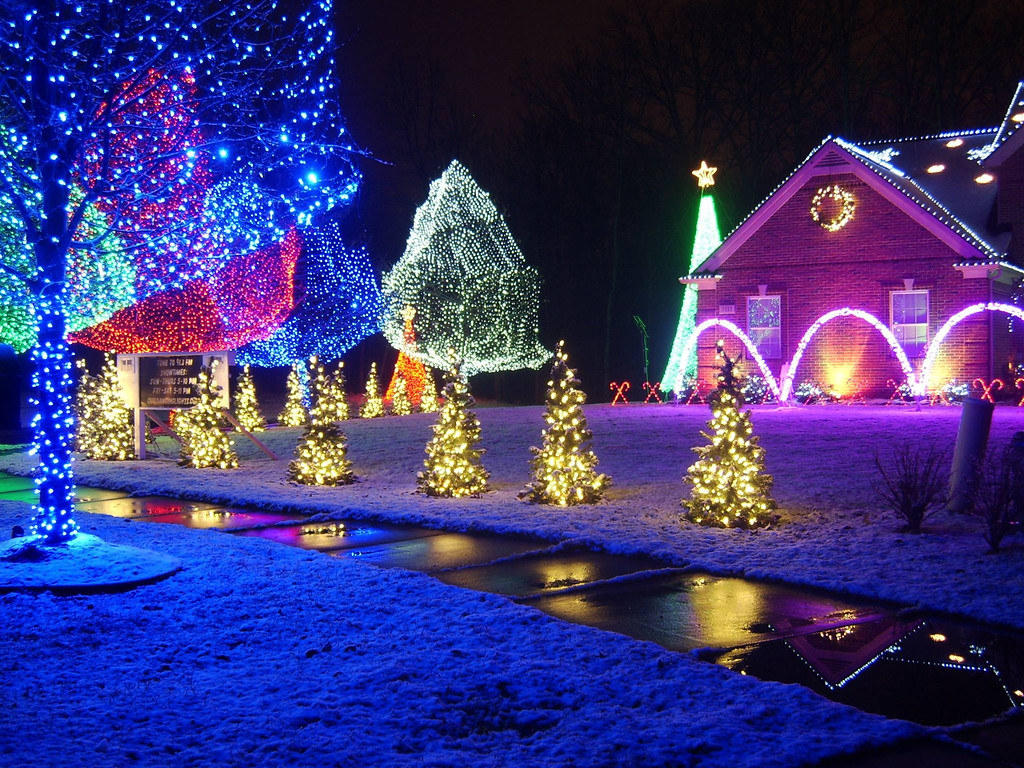 our dancing lights is a choreographed light display off paramount lane in auburn hills with