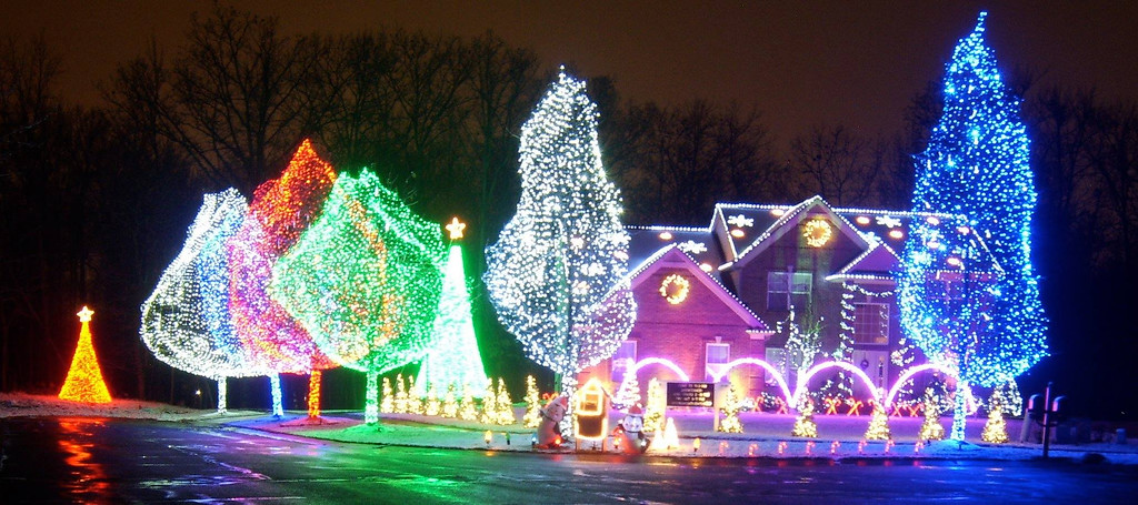 our dancing lights is a choreographed light display off paramount lane in auburn hills with - Christmas Light Show Michigan