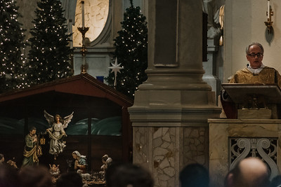 _NIK9441 Christmas St  Peters Steubs LatinMass