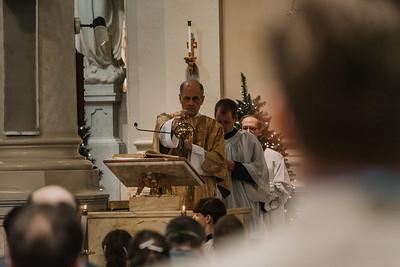 _NIK9417 Christmas St  Peters Steubs LatinMass