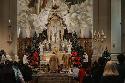 _NIK9373 Christmas St  Peters Steubs LatinMass