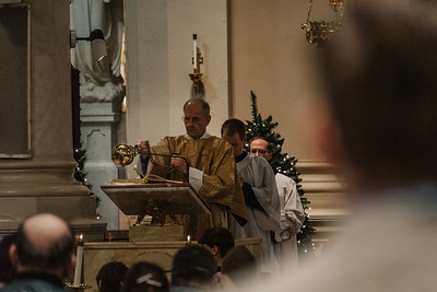 _NIK9422 Christmas St  Peters Steubs LatinMass