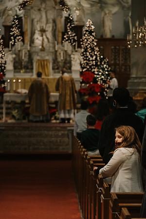 _NIK9384 Christmas St  Peters Steubs LatinMass