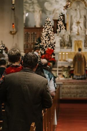 _NIK9389 Christmas St  Peters Steubs LatinMass