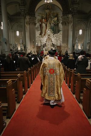 _NIK9270 Christmas St  Peters Steubs LatinMass