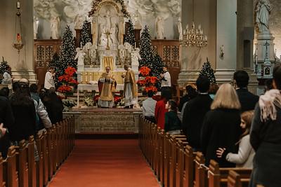 _NIK9379 Christmas St  Peters Steubs LatinMass