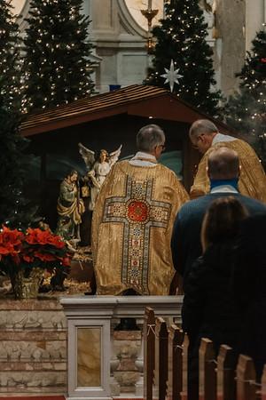 _NIK9327 Christmas St  Peters Steubs LatinMass