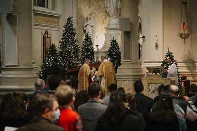 _NIK9297 Christmas St  Peters Steubs LatinMass