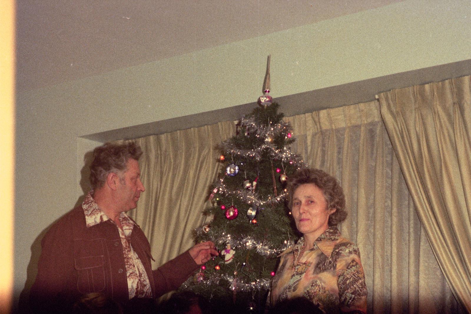 Christmas 1975 (Roll 151)