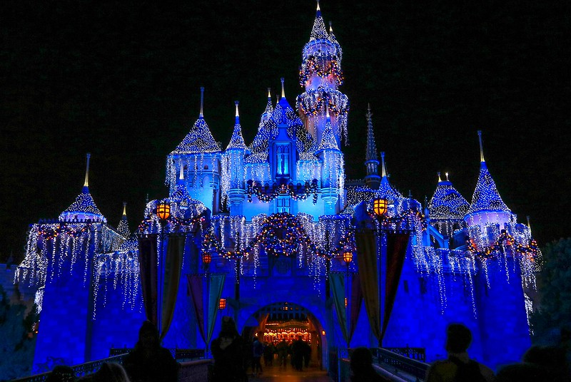 0Disney Calif  2017, 665A, Castle in Xmas lights-
