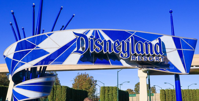 0Disney Calif  2017, 449A Disneyland sign at entrance -