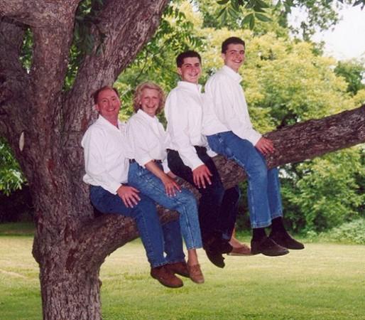 Funny-Family-Photograph-1-570x499