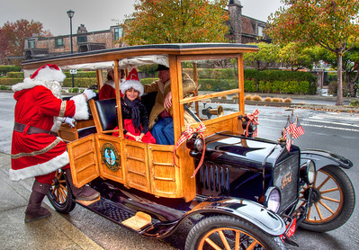 santa-claus-antique-car
