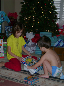 Summer and Tate opening gifts.
