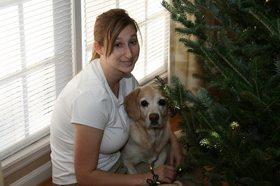 Kelly adding lights to the tree with Jasmine's supervision.