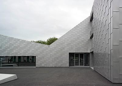 03 Moréchon Primarschule und Turnhalle