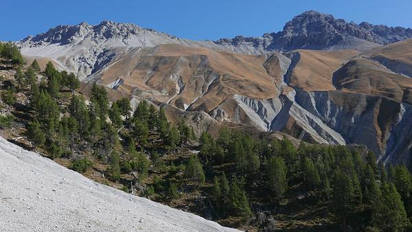 @RobAng 20.10.18, 12:46: P8- Il Fuorn - Val Stabelchod - Margunet - Val da Botsch - P8 Il Fuorn, 2197 m, Nationalpark - Il Fuorn - Lavin, Kanton Graubünden, Schweiz (CHE)