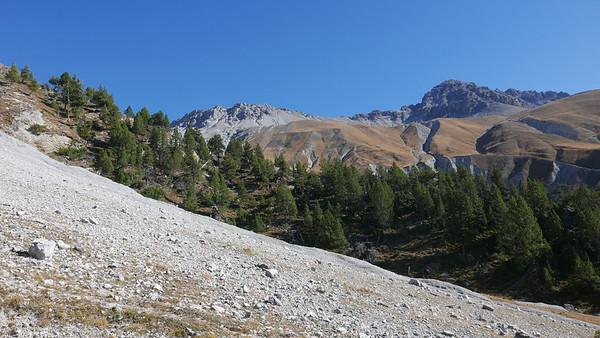 @RobAng 20.10.18, 12:44: P8- Il Fuorn - Val Stabelchod - Margunet - Val da Botsch - P8 Il Fuorn, 2197 m, Nationalpark - Il Fuorn - Lavin, Kanton Graubünden, Schweiz (CHE)