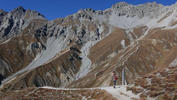 @RobAng 20.10.18, 13:55: P8- Il Fuorn - Val Stabelchod - Margunet - Val da Botsch - P8 Il Fuorn, 2328 m, Nationalpark - Il Fuorn - Lavin, Kanton Graubünden, Schweiz (CHE)