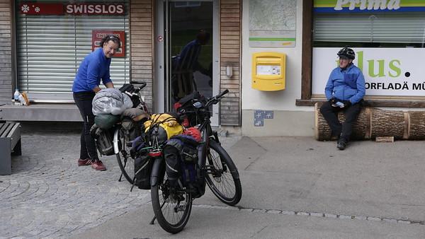 @RobAng 18-Okt.-20 16:00:52: Kirchweg, , Mosnang, Sankt Gallen, Schweiz (CH)