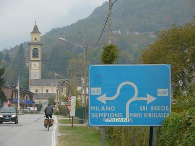 """2011/10/22 11:50:54 /  ©RobAng /  Italien / Piemonte  / Masera / 296 m 8TUNG VIDEO. Zum Abspielen """"Play"""" Symbol antippen!"""