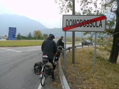 """2011/10/22 11:37:33 /  ©RobAng /  Italien / Piemonte  / Domodossola / 273 m 8TUNG VIDEO. Zum Abspielen """"Play"""" Symbol antippen!"""