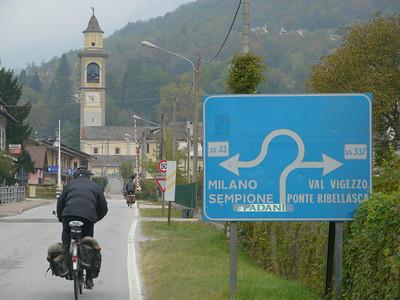 """2011/10/22 11:51:04 /  ©RobAng /  Italien / Piemonte  / Masera / 296 m 8TUNG VIDEO. Zum Abspielen """"Play"""" Symbol antippen!"""