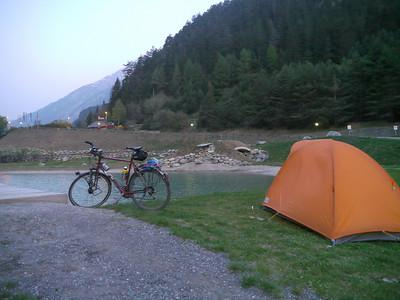"""Ostern 2011:  Scuol - Inntal - Pillerhöhe - Imst - Innsbruck - Achensee - Maurach/Pertisau - Achenpass - Tegernsee - München. Ca. 350km Uff, diese Nacht war richtig SAUKALT - wieso nur hab ich lediglich den """"Lümpchen-Schlafsack"""" mitgenommen..??"""