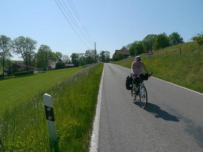 Geisenhofen, Bernbeuren, 836.3 m, Deutschland /  RobAng, 2012/05/26 16:23:21